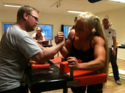 sarah-backman-arm-wrestling-champion-10